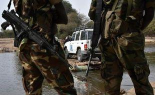 Des soldats tchadiens près du camp de réfugiés de N'Gouboua au Tchad le 27 janvier 2015