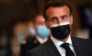 Emmanuel Macron, le 6 mai 2021, au centre de vaccination anti-Covid-19 de Versailles.