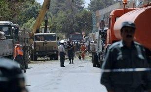 Plus de 40 personnes ont été tuées lundi et plus d'une centaine blessées quand un kamikaze a fait exploser sa voiture piégée contre l'épaisse grille d'entrée de l'ambassade d'Inde en plein centre de Kaboul, la capitale afghane, a-t-on appris de sources officielles.