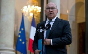 Le ministre des Finances Michel Sapin s'adresse à la presse à la fin d'une réunion sur le financement du terrorisme à Paris, le 3 décembre 2015