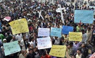 Manifestation de chrétiens à Lahore le 16 mars 2015 au lendemain d'un double attentat-suicide des talibans contre deux églises