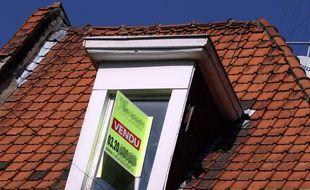 Illustration. Panneaux d'agences immobilires.