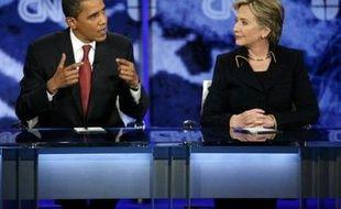 Mme Clinton avait provoqué la surprise durant la dernière réplique du 19e débat organisé entre les candidats démocrates depuis moins d'un an, en semblant évoquer sa vie d'après la campagne.