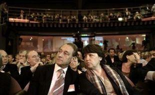 Le maire PS de Paris, Bertrand Delanoë, a souhaité dimanche parvenir à un accord politique en vue du congrès du parti en novembre à Reims avec Martine Aubry et François Hollande, mais est resté évasif sur son positionnement vis-à-vis de Ségolène Royal.