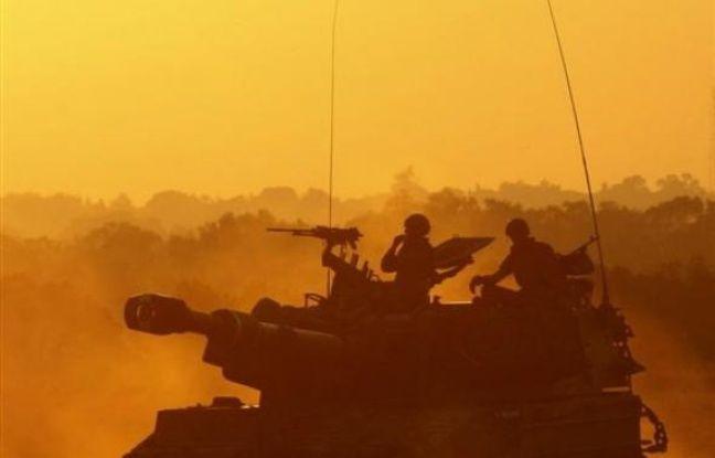 Des combats très violents se déroulaient lundi soir dans la ville de Gaza entre l'armée israélienne et des combattants du Hamas, pour la première fois depuis le début d'une offensive terrestre lancée samedi, selon des témoins palestiniens et une source militaire israélienne.