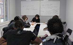 Lille, le 17 janvier 2014. Une association aide les jeunes migrants isolés à apprendre le français.