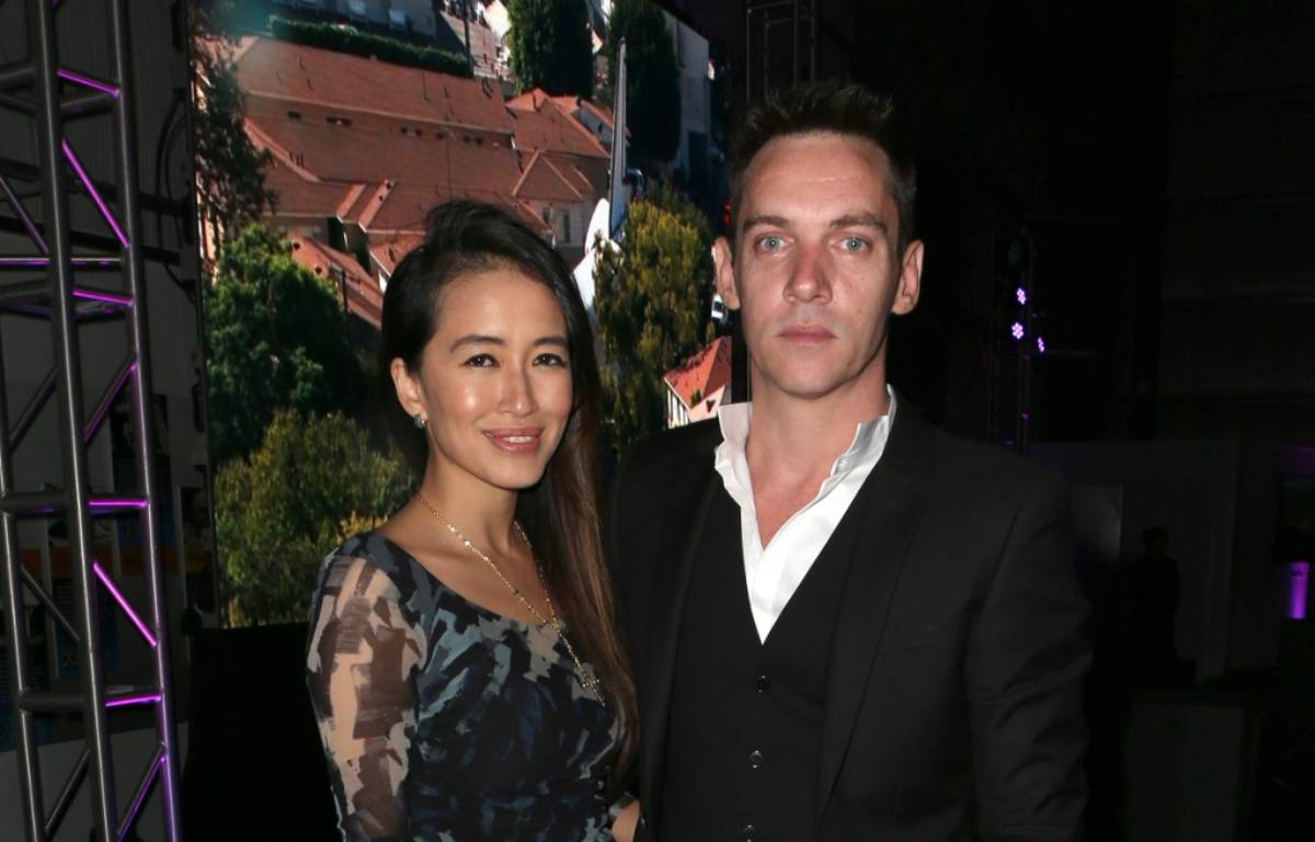 Les jeunes parents Mara Lane et Jonathan Rhys Meyers à Hollywood – WENN
