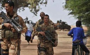 Le nombre de soldats français déployés au Mali s'élève désormais à 2.300 et des renforts continuent d'être acheminés de France, au 12e jour de l'opération militaire française, indique le ministère de la Défense.