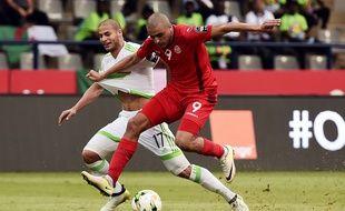 Algériens et Tunisiens se livrent un match très engagé.