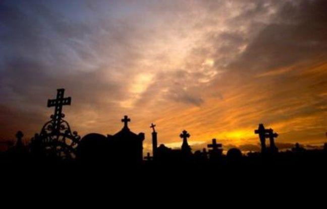 La Toussaint n'est plus aujourd'hui une simple fête religieuse. La crémation progresse et le deuil ne s'affiche plus ouvertement, et de plus en plus de Français anticipent l'organisation de leurs obsèques.