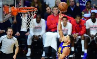 Le joueur des Golden State Warriors Stephen Curry, le 19 novembre 2015 contre les Clippers.