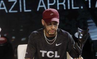 Neymar et ses ex-béquilles