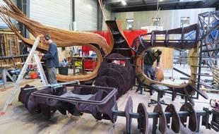 Construction du carrousel musical de Saintes chez Métalobil.