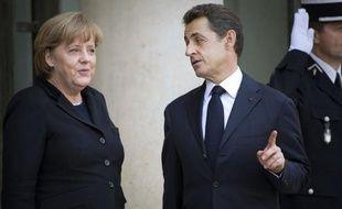 """Le projet de traité européen présenté lundi par Angela Merkel et Nicolas Sarkozy est accueilli sans enthousiasme par la presse française de mardi, la plupart des éditorialistes estimant que ce """"compromis"""" consacre surtout la victoire de la """"vision allemande""""."""