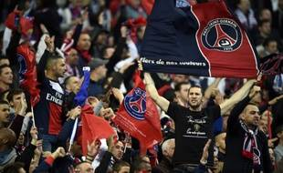Les supporters parisiens lors de la finale de la Coupe de Ligue entre le PSG et Lyon, le 19 avril 2014, au stade de France.