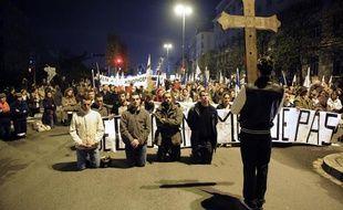 Des fondamentalistes chrétiens manifestent contre la représentation de la pièce «Sur le concept du visage du fils de Dieu», de Romeo Castellucci, à Rennes, le 10 novembre 2011.