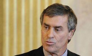 """Le président PS de la commission des Finances de l'Assemblée nationale, Jérôme Cahuzac, a estimé lundi sur France 2 que la TVA intermédiaire, mesure étudiée par le gouvernement dans son nouveau plan d'austérité, était """"du pouvoir d'achat en moins""""."""