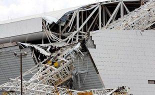 Deux ouvriers sont morts et un troisième a été blessé mercredi lors d'un accident au stade en chantier de Sao Paulo qui accueillera le match d'ouverture du Mondial-2014, à près d'un mois de la date butoir pour la livraison des stades à la Fifa.