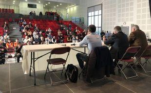 Une réunion publique sur le coronavirus à Aix-en-Provence