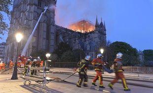 Aux alentours de 400 pompiers ont été mobilisés pour lutter contre les flammes le 15 avril dernier.