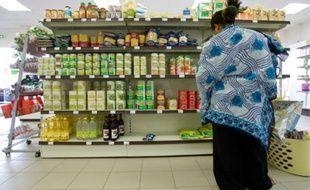 Supermarchés low-cost pour la nourriture, brocantes et marchés pour les vêtements, les familles monoparentales cherchent à limiter leurs dépenses au maximum.