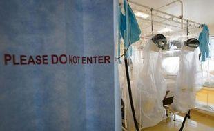 Les salles d'isolement du Royal Free Hospital de Londres, le 6 aout 2014, préparées pour traiter d'éventuels cas de fièvre Ebola en Grande-Bretagne. L'épidémie a fait plus de 930 morts en Afrique de l'ouest selon l'OMS