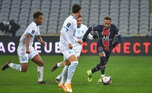 Neymar entouré de Marseillais
