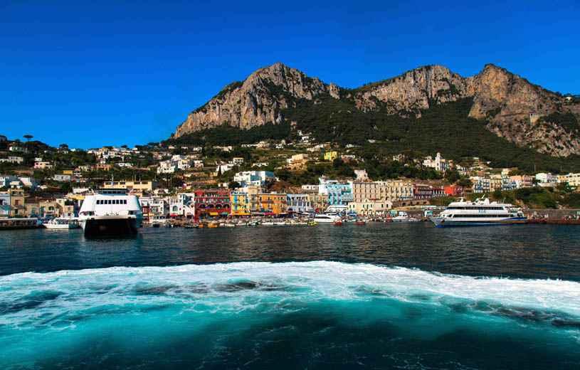 italie l 39 etat met aux ench res cinq ports touristiques dont celui de capri. Black Bedroom Furniture Sets. Home Design Ideas
