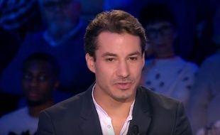 Jérémy Ferrari estime que l'hypnotiseur Messmer est un « charlatan ».