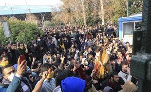 Un mouvement de protestation à l'intérieur de l'université de Téhéran le 30 décembre 2017.