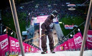 Dès leurs sauts d'entraînement, samedi lors du Sosh Big Air d'Annecy, les riders n'ont pas hésité à se lancer à pleine vitesse dos au tremplin.