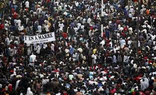 Des manifestants protestent contre le président Abdoulaye Wade, le 31 janvier 2012, à Dakar (Sénégal).