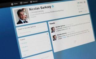 """Nicolas Sarkozy a donné """"rendez-vous"""" mercredi soir sur TF1 aux abonnés à son compte Twitter, lancé le matin même, affirmant qu'il avait """"accepté l'invitation"""" de la chaîne pour le journal télévisé de 20h."""