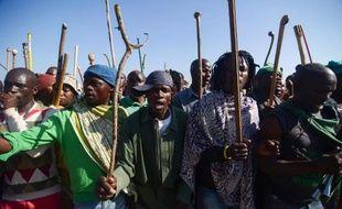 Des mineurs sud-africains en grève à Marikana, le 14 mai 2014