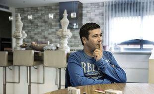 Gilbert Chikli, le 10 novembre 2015, dans sa maison en Israël.