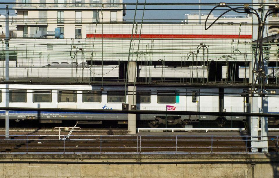 SERVICE [encore] PUBLIC - Page 6 960x614_train-gare-paris-illustration
