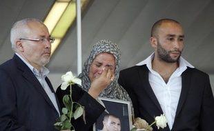 La famille d'Imad Ibn-Ziaten, le premier des militaires tué par Mohamed Merah, a demandé que l'Etat reconnaisse qu'il est mort pour la France et refusé la compensation pour préjudice moral que lui a proposée le ministère de la Défense où elle a été reçue vendredi.