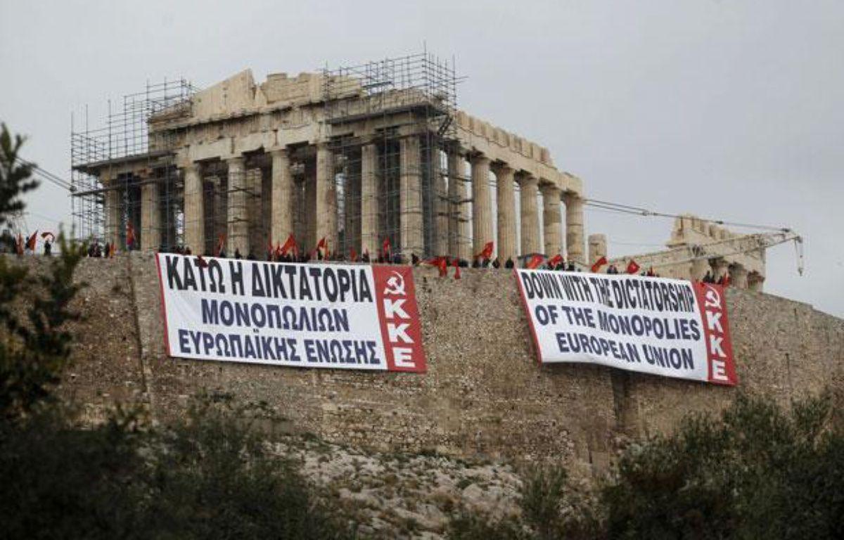 La Grèce, entre impératifs financiers, pression de l'UE et protestations de sa population – Petros Giannakouris/AP/SIPA