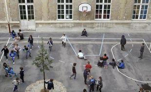 Une cour d'école en France
