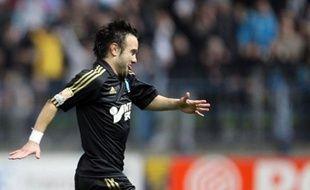 Marseille, double tenant du titre, a battu Caen à l'extérieur 3-0, mardi lors des quarts de finale de la Coupe de la Ligue