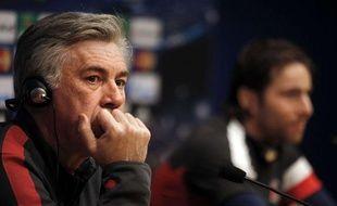 Maxwell aux côtés de Carlo Ancelotti, en conférence de presse le 9 avril 2013