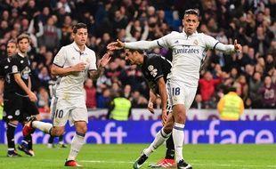 Auteur ici en décembre dernier de son seul but de la saison en Liga contre le Deportivo La Corogne, Mariano Diaz (à droite, aux côtés de James Rodriguez) passait clairement après Karim Benzema et Alvaro Morata dans la hiérarchie des avant-centres du Real.