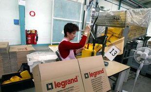 Le fabricant français d'équipements électriques Legrand poursuit son développement dans les matériels destinés à la transmission de la voix, des données informatiques et de l'image aux Etats-Unis, en rachetant la société locale Lastar.