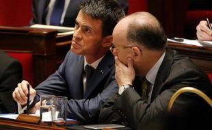 Le Premier ministre, Manuel Valls et le ministre de l'Intérieur, Bernard Cazeneuve à l'Assemblée, le 19 novembre 2015