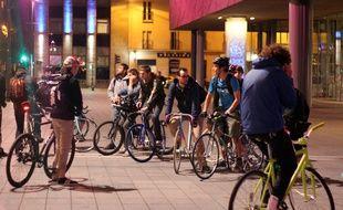 La pratique du vélo s'envole à Rennes. Ici des amateurs de fixie réunis devant les Champs Libres.