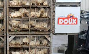 """L'association des éleveurs fournisseurs du groupe Doux en Bretagne, qui soutenait jusqu'alors le plan de continuation du PDG Charles Doux, s'est réjouie mercredi de l'offre de reprise améliorée de Sofiprotéol, jugeant qu'elle répondait """"favorablement"""" à leurs inquiétudes."""