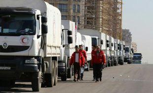 Des camions du Croissant Rouge sur le point de quitter Damas le 17 février 2016 à destination de Madaya et Zabadani