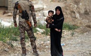 La petite fille était emprisonnée avec sa mère en Irak (illustration).