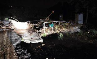 Route endommagée par les intempéries le 27 novembre 2014 à La Londe Les Maures