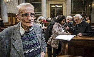 Le père Gérard Riffard quitte le tribunal de Lyon le 2 décembre 2014
